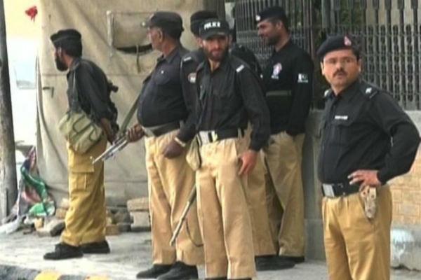 انفجار بمب در پیشاور پاکستان با 7 کشته و 11 زخمی