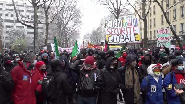 خبرنگاران تظاهرات هزاران نفری فرانسوی ها علیه طرح های امنیتی دولت