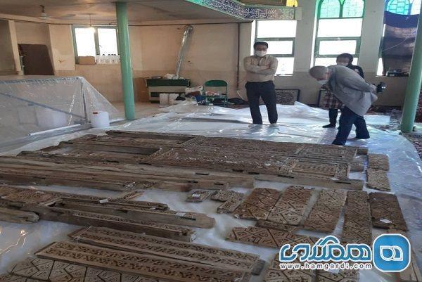 فاز سوم بازسازی منبر چوبی مسجد نقوسان تفرش آغاز شد