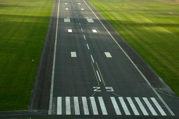 علت وجود اعداد گوناگون در باندهای فرودگاه چیست؟